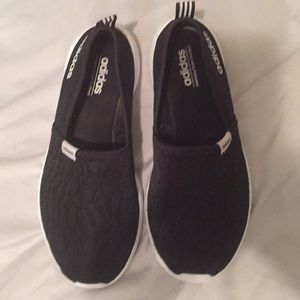 Adidas cloudfoam Black SZ 7 Woman's memory foam